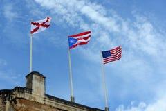 Trois drapeaux à BAL de ³ de Castillo de San CristÃ, San Jua Image stock