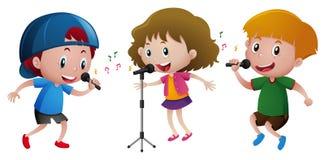 Trois enfants chantant sur le microphone illustration libre de droits