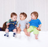 Trois enfants en bas âge Images libres de droits