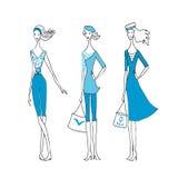 Trois femmes de mode dirigent le croquis d'une collection de vent de mer d'été Photo libre de droits