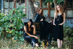 Trois femmes de vintage comme sorcières Images stock