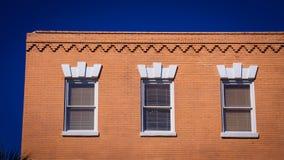 Trois fenêtres sur un bâtiment Photos libres de droits