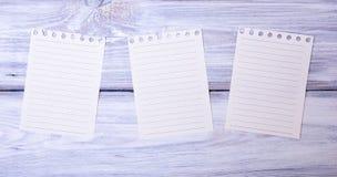 Trois feuilles de papier blanc dans une ligne Photographie stock