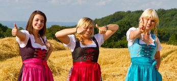 Trois filles dans le dirndl Images libres de droits