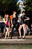 Trois filles dans le noir dans des costumes Photos libres de droits
