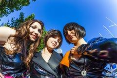 Trois filles dans le noir dans le costume Photos libres de droits