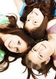 Trois filles de l'adolescence. Éducation, vacances. Photo libre de droits