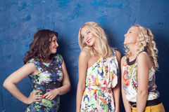Trois filles gaies Photo stock