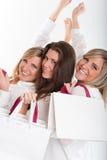 Trois filles heureuses avec des sacs à provisions Photographie stock libre de droits