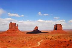 Trois formations de roche trouvées en vallée de monument Image libre de droits