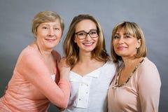 Trois générations avec une ressemblance frappante Photo stock