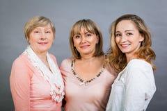 Trois générations avec une ressemblance frappante Image stock