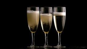 Trois glaces de champagne banque de vidéos