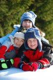 Trois gosses dans la neige Images libres de droits