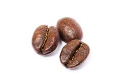Trois haricots de cofee au-dessus de blanc Photos libres de droits