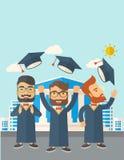 Trois hommes jetant le chapeau d'obtention du diplôme Image libre de droits