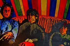 Trois hommes s'asseyant dans un divan Photos libres de droits