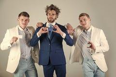 Trois hommes tenant les cartes vierges Photographie stock libre de droits