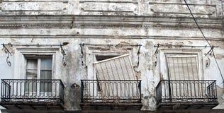 Trois hublots dans les ruines Photos stock