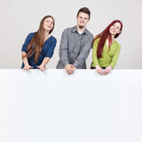 Trois jeunes amis Photos stock