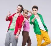 Trois amis dans la pose optimiste Photos stock