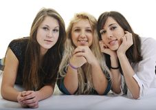 Trois jeunes filles heureuses d'isolement sur le blanc Photo libre de droits