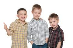 Trois jeunes garçons de mode sur le blanc Photo libre de droits