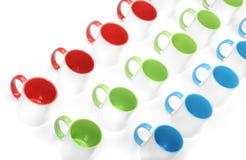 Trois lignes des tasses colorées Photo stock