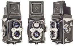 Trois mêmes font à vieille lentille jumelle les appareils-photo réflexes d'isolement sur le fond blanc images stock