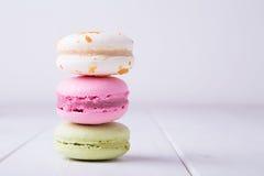Trois macarons colorés Photographie stock libre de droits
