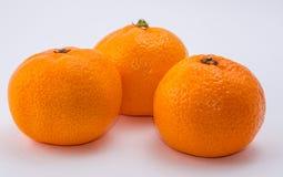 Trois mandarines sur le fond blanc Photo libre de droits