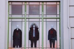 Trois mannequins avec des vêtements Photographie stock