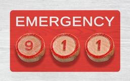 Trois morceaux en bois dépeignant 911 numéros d'urgence Photos stock