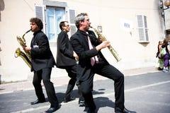 Trois musiciens dans la rue Photographie stock libre de droits