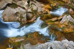 Trois niveaux des cascades dans la région supérieure de Kent Falls images libres de droits