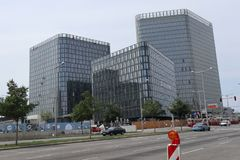 Trois nouveaux bâtiments photo stock