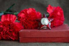Trois oeillets rouges, l'ordre de Red Star sur la toile Symboles de la grande guerre patriotique 9 mai Jour de victoire images stock