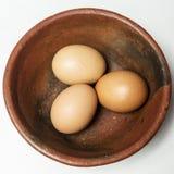 Trois oeufs dans une cuvette Photographie stock libre de droits