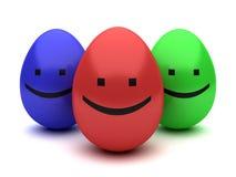 Trois oeufs de pâques de sourire de couleur d'isolement Photographie stock