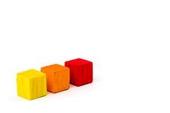 Trois ont coloré des cubes d'isolement sur le fond blanc Photos stock