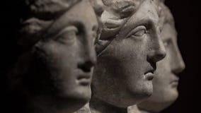 Trois ont dirigé la statue antique romain-asiatique de belles femmes au bl Photographie stock