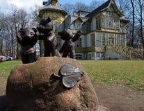 Trois ours et une villa Image stock