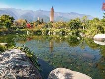 Trois pagodas chez Dali, Chine Photo stock