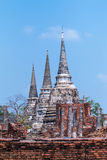 Trois pagodas dans le temple bouddhiste antique Photos stock