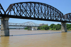 Trois passerelles enjambant la rivière Ohio Image libre de droits