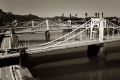 Trois passerelles et un fleuve Images stock