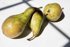 Trois peras sur la table Images stock