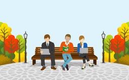 Trois personnes s'asseyant sur le banc, automne park-EPS10 Photographie stock
