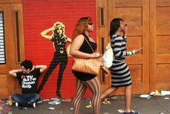 Trois personnes sur la rue au sud par Southwest Image libre de droits
