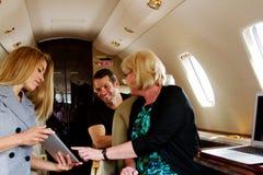 Trois personnes sur le jet privé Photographie stock